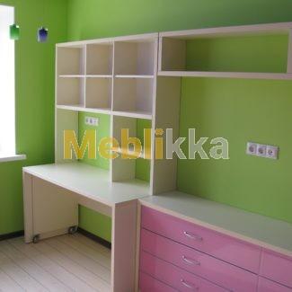 детская комната, мебель на заказ, стол и полки для детей